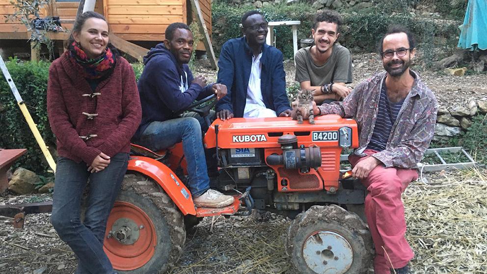 Depuis juillet 2019, Emmaüs Roya accueille six à sept compagnes et compagnons autour d'un but commun : pratiquer l'agriculture paysanne.