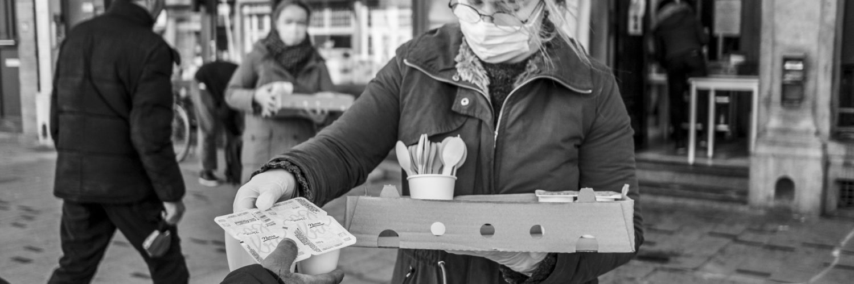 Photo pour illustrer le sujet sur des ateliers cuisine pour éduquer les pauvres.